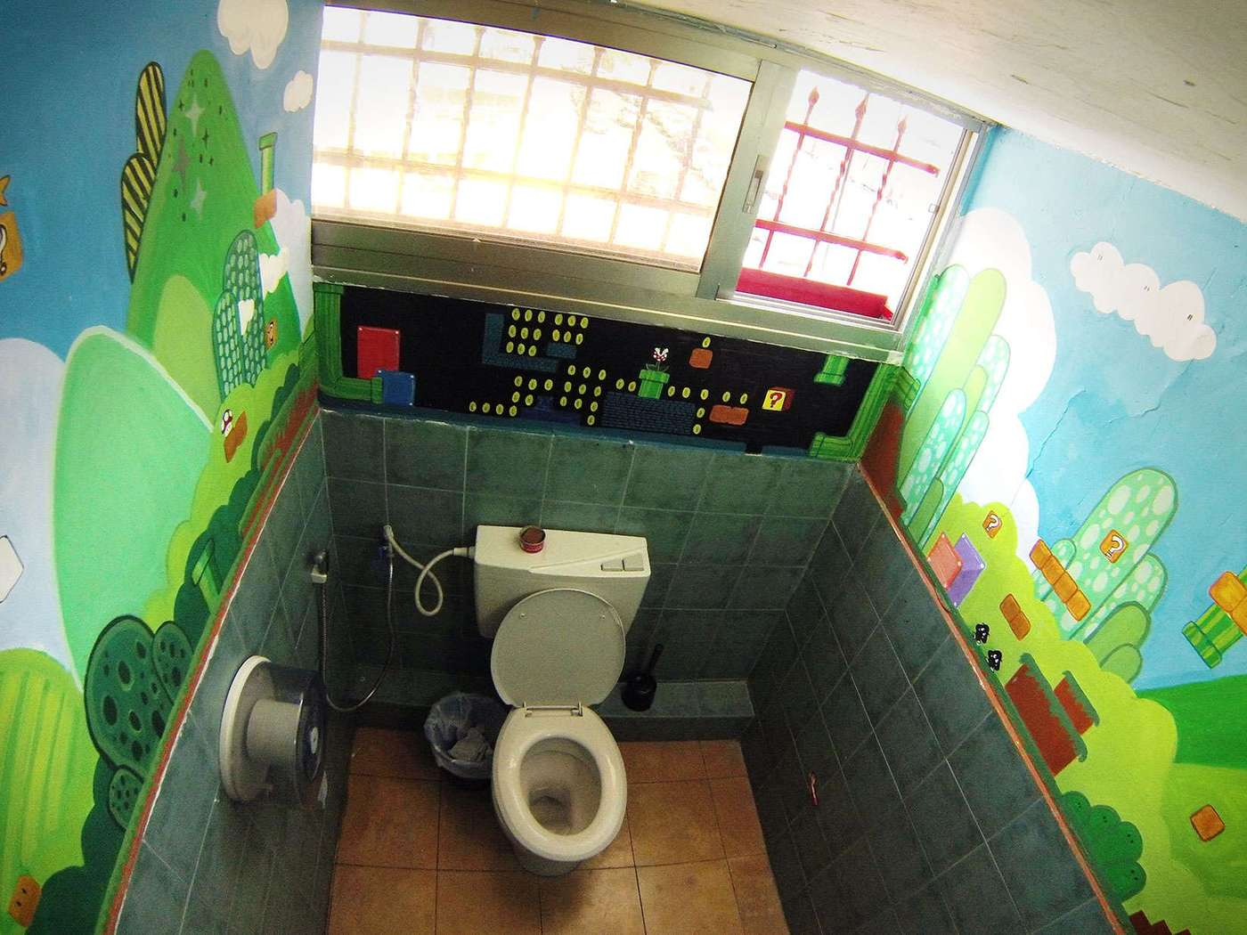 artsy restroom at overstay tel aviv hostel