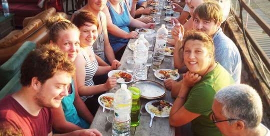 overstay tel aviv hostel big dinner on the rooftop