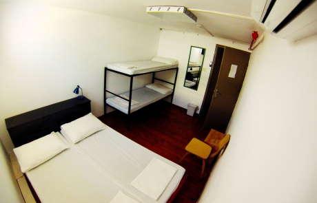 overstay tel aviv hostel room image