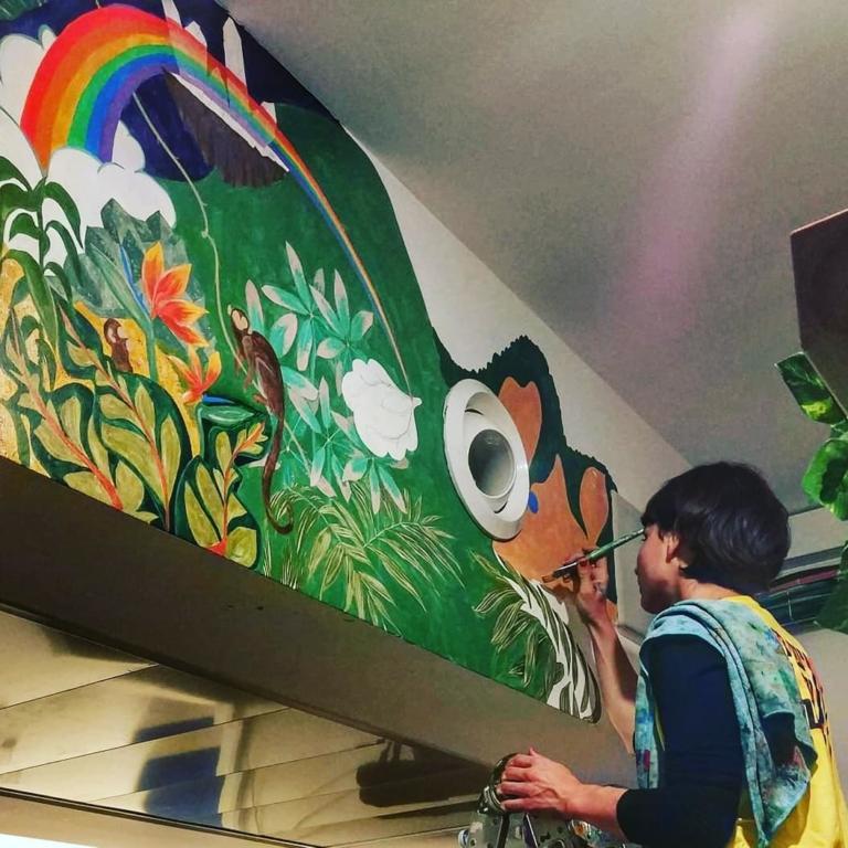 overstay jaffa hostel art