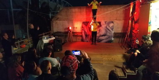 overstay jaffa hostel roof top live show